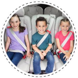 mifold permet de sécuriser trois enfants à l'arrière des voitures même les plus petites